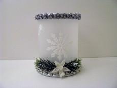Handverzierte Tischleuchte mit Eiskristallen, Kristallbordüren und Floristik