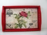 Handverziertes Holztablett in Rot mit Rose und Verzierungen