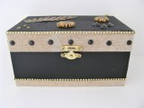 Holzkiste schwarz | gold mit wertigen Verzierungen