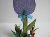 Blume   Holz in flieder -  grau als Osterdekoration